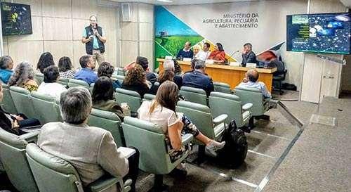 Ecocitrus apresenta experiência bem-sucedida com insumos orgânicos no Ministério da Agricultura